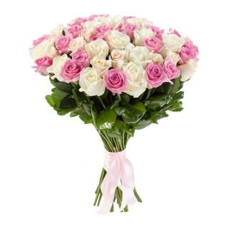 Букет из 55 бело-розовых роз