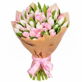 Букет из 49 бело-розовых тюльпанов
