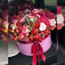 Сборная шляпная коробка из дорогих цветов