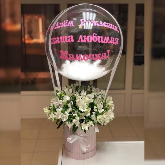 Коробка альстромерий с шаром Deco Bubble (24''/61 см), с надписью и перьями
