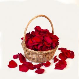 Красные лепестки роз в корзинке (7 литров)