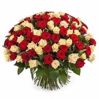 Букет из 101 красно-кремовой розы